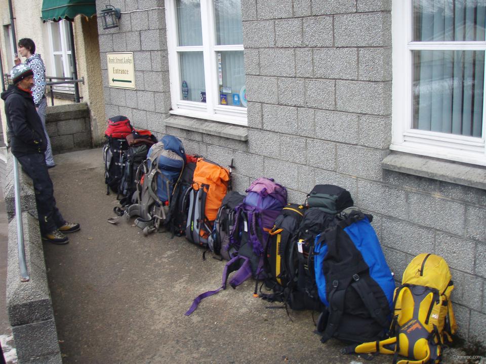 12 sacs pour 6 personnes, la montée au refuge sera rude
