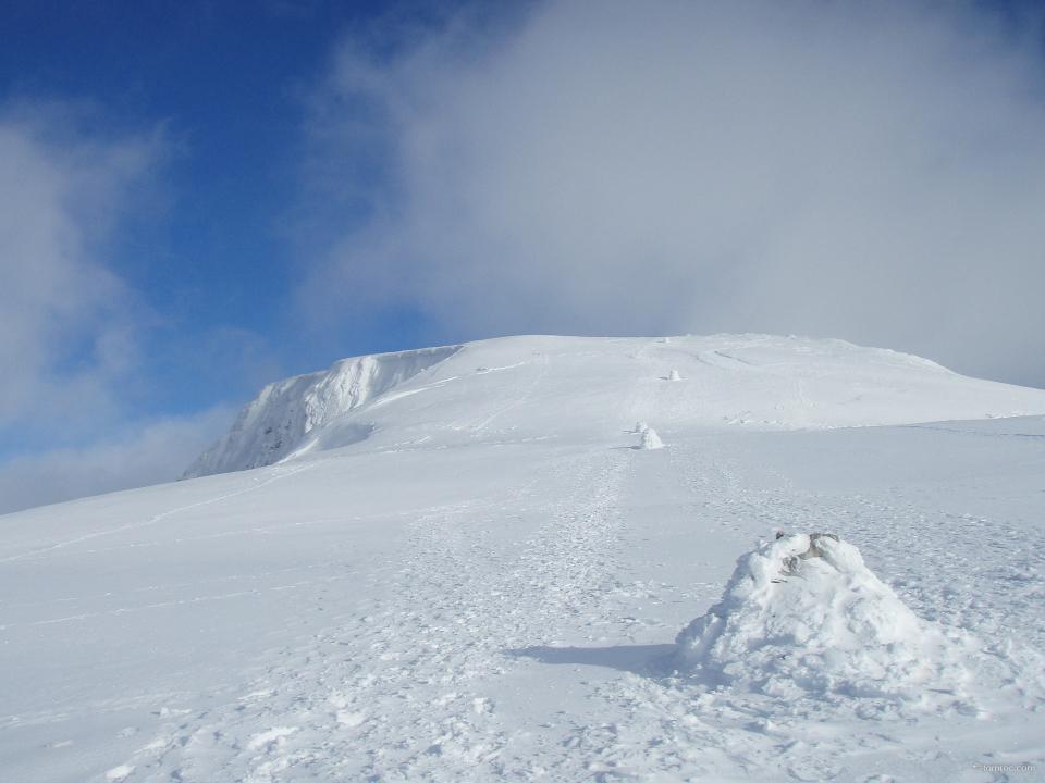 Les plots de repérage au sommet du Ben, orientation 282°