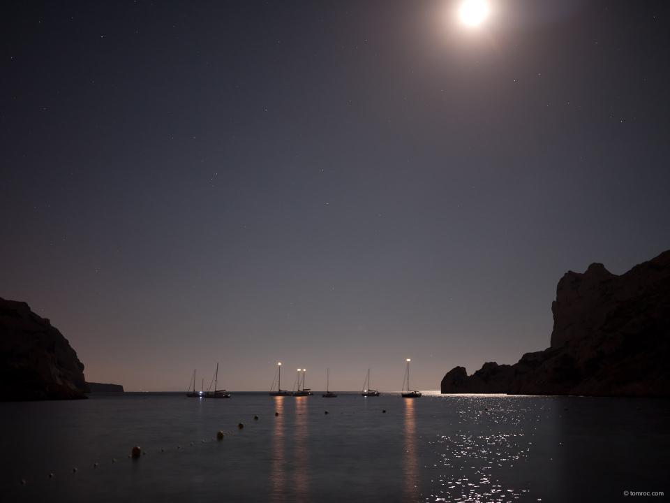 La calanque de Sormiou, de nuit.
