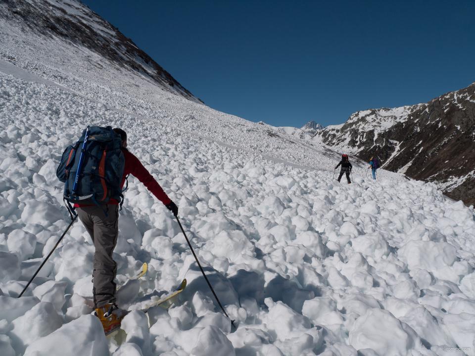 Traversée de restes d'avalanche