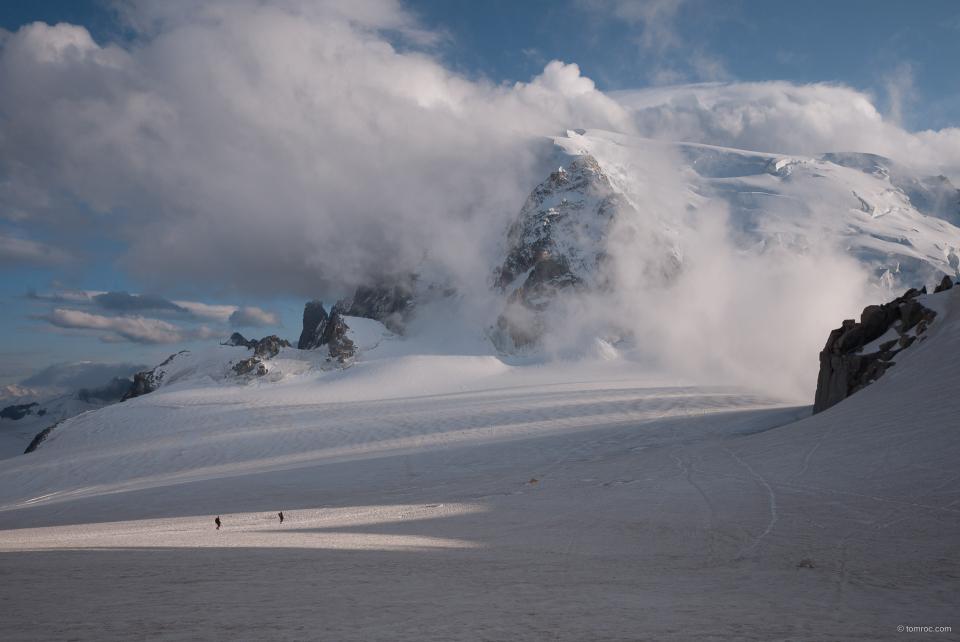 Le Mont Blanc du Tacul dans les nuages.