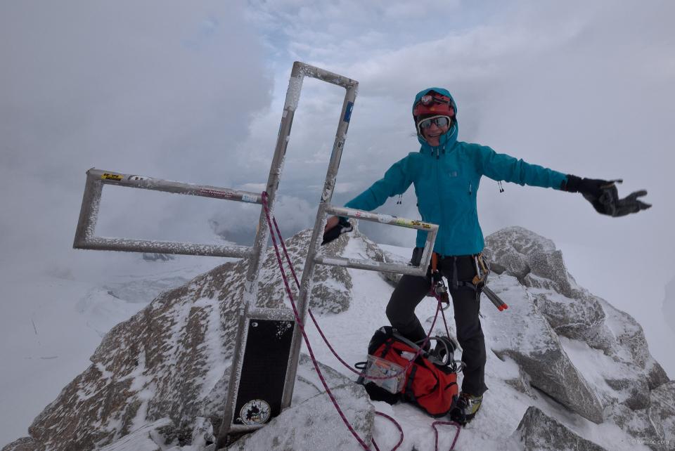 Sandrine au sommet du Mont Blanc du Tacul.