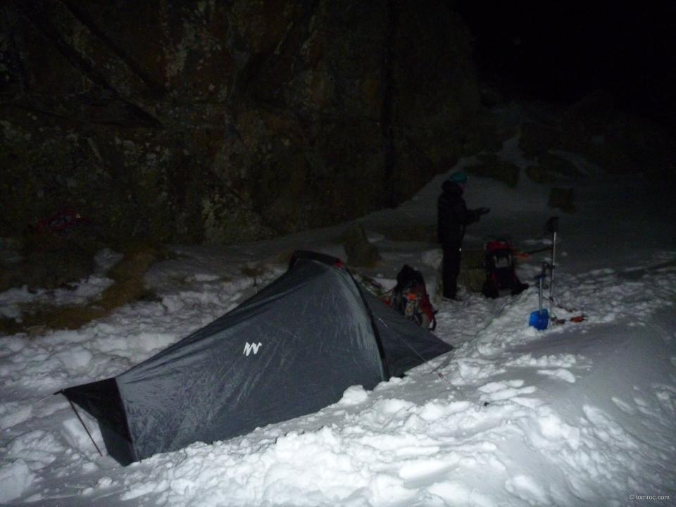 Le bivouac au soir, avant les chutes de neige.