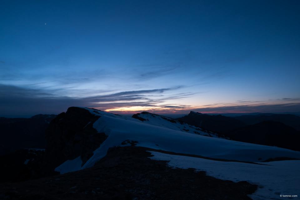 Vue depuis la tente au coucher du soleil.