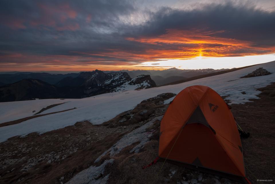 Lever de soleil sur la tente.