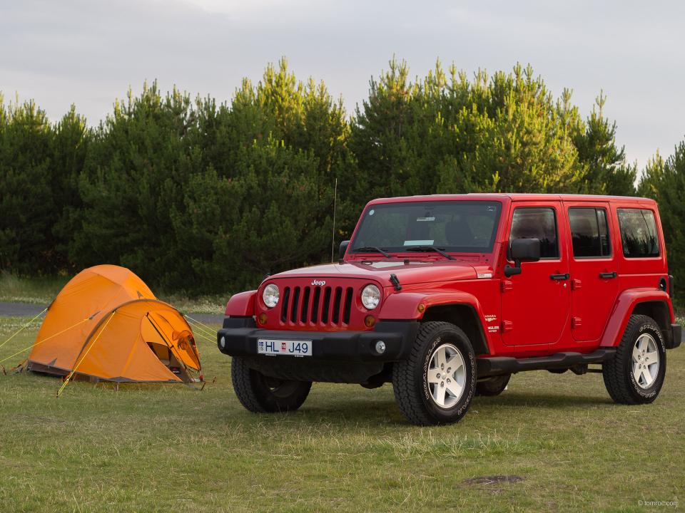 Jeep Wrangler Unlimitged et tente MSR Fury.