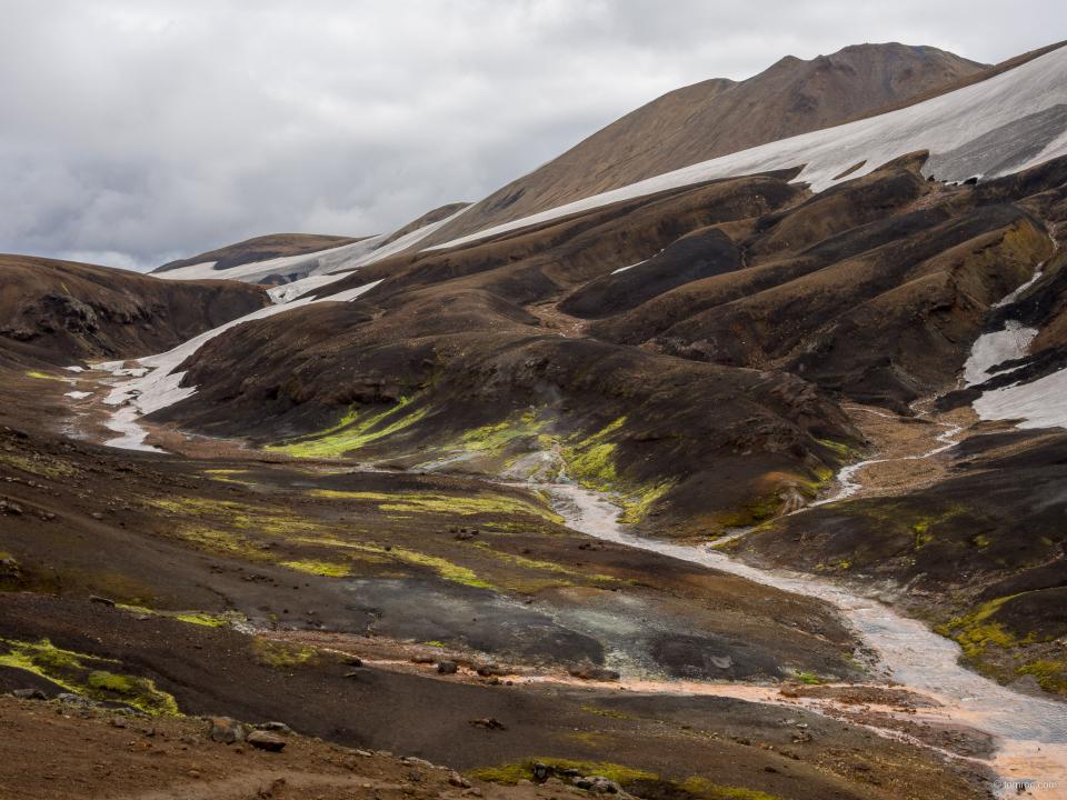 Flancs du Kaldaklofsfjöll, sur le trek Skogar - Landmannalaugar