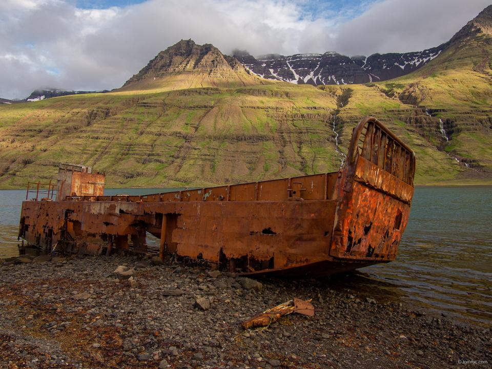 Epave dans le Fjord de Mjoifjordur