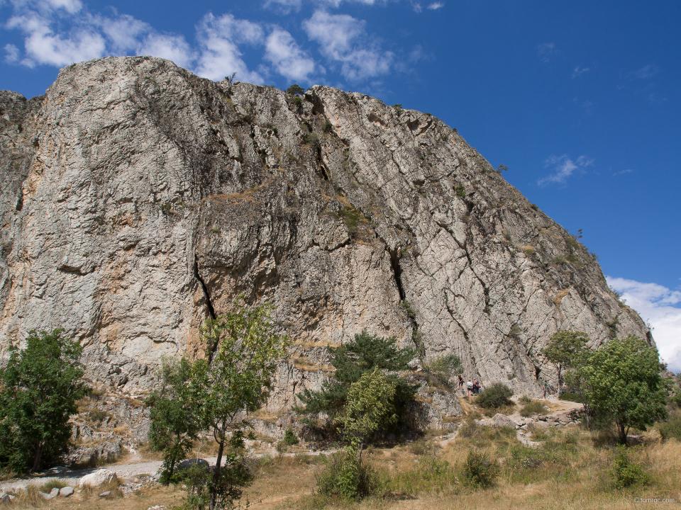 """Secteur de grimpe du """"Rocher Baron"""", près de Briançon."""