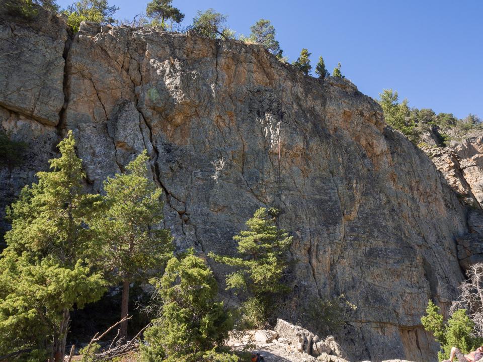 """Une partie du secteur de grimpe de """"Casse de Prelles"""", proche de Briançon."""