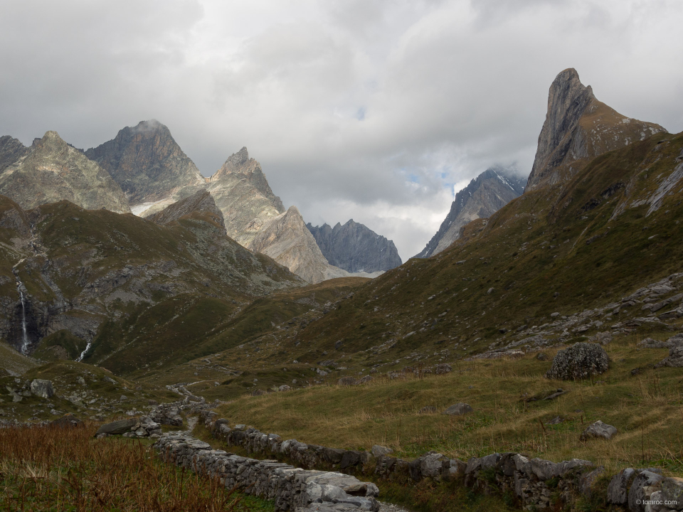 Première apparition de l'Aiguille de la Vanoise, à droite de la photo.