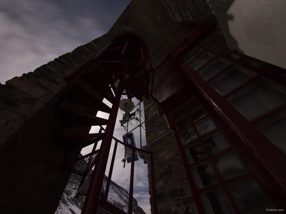 L'escalier d'accès au refuge hivernal