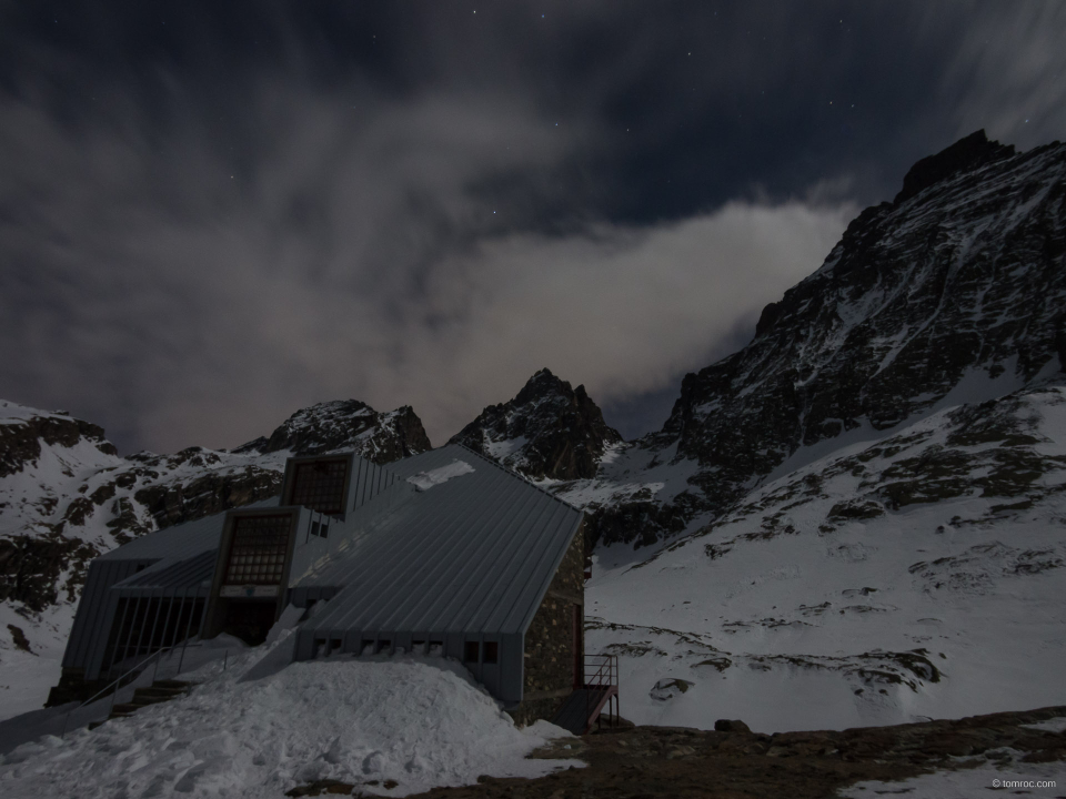 Refuge et mont Viso de nuit