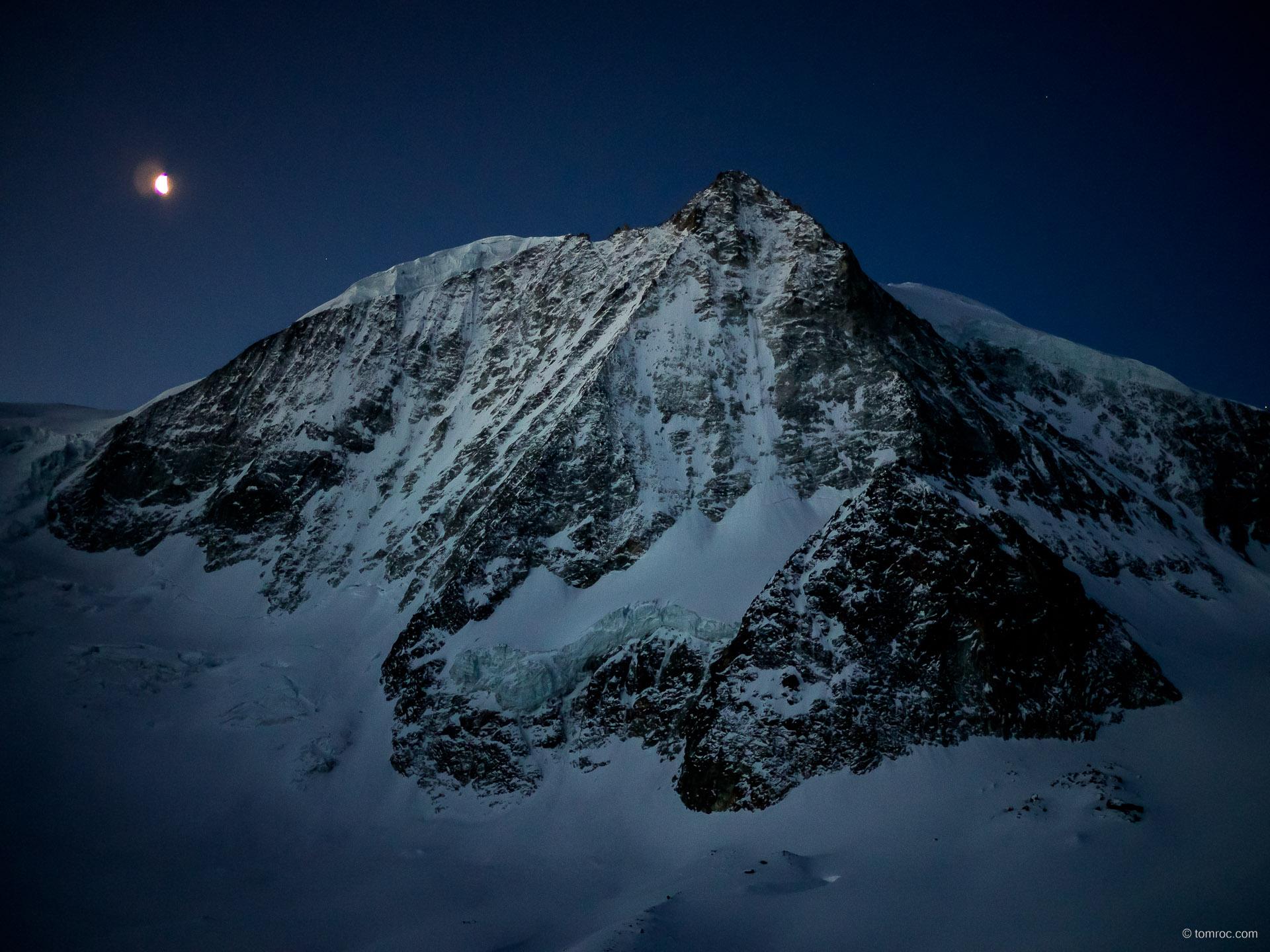 Ski de randonnée depuis la Cabane des Dix, en Suisse
