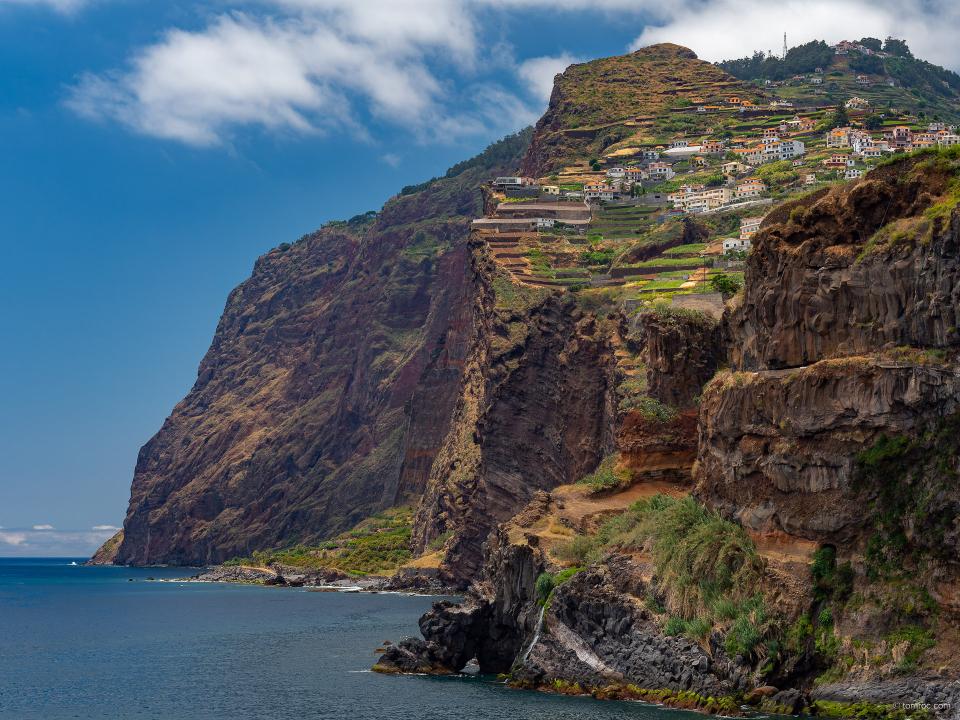 Village perché sur falaises
